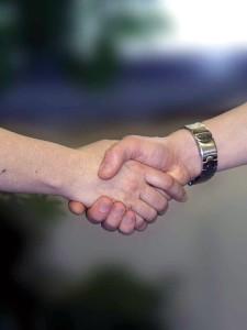 handshake-733239_960_720